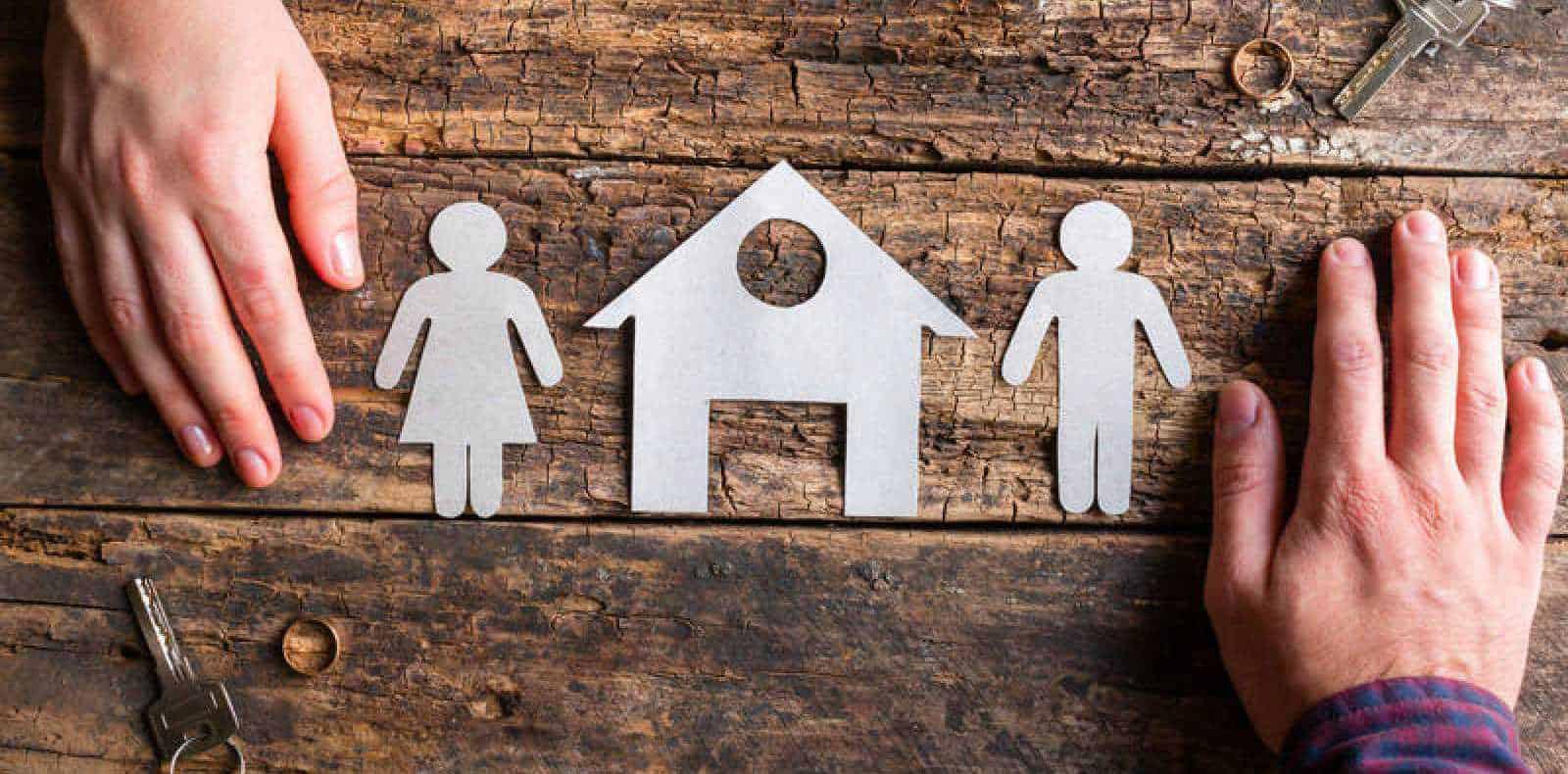 El progenitor custodio que resida con su nueva pareja en el domicilio familiar pierde el derecho sobre la misma